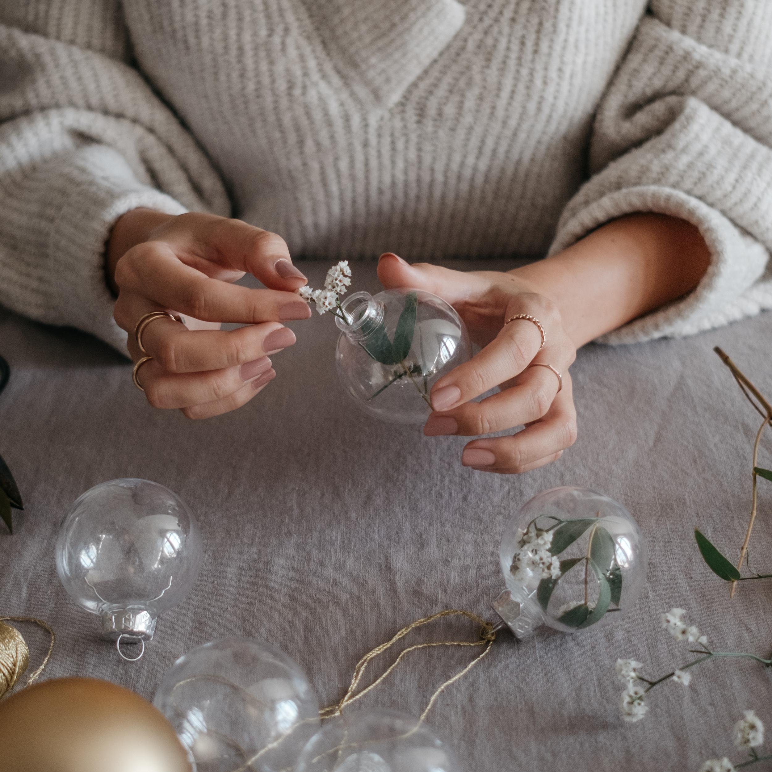 Act beautiful diy weihnachtskugeln in 3 schritten - Weihnachtskugeln selbst gestalten ...
